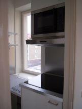 Integroitu jääkaappi, keittolevy, liesituuletin ja mikroaaltouuni
