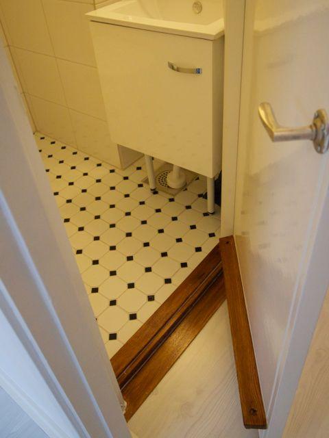 Kylpyhuoneen ovi jälkeen
