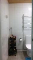 Kylpyhuoneen ovelta. Tilaa pesukoneelle.