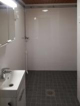 Moderni uusi kylpyhuone