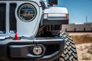 grey jeep vehicle